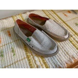 Size 6, Sanuk, neutral beach shoes